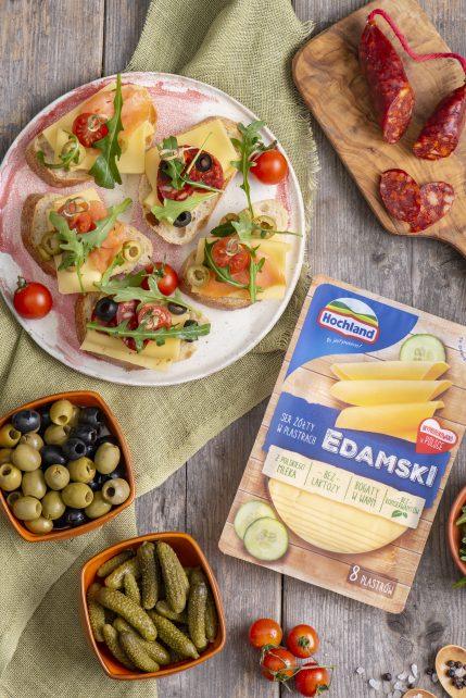 Tapasy –  kanapeczki pintxos z serem, łososiem, oliwkami, pomidorami, chorizo