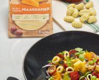 Gnocchi z kiełbasą chorizo, miodową musztardą, serem żółtym Maasdamer Hochland i prażonymi pestkami